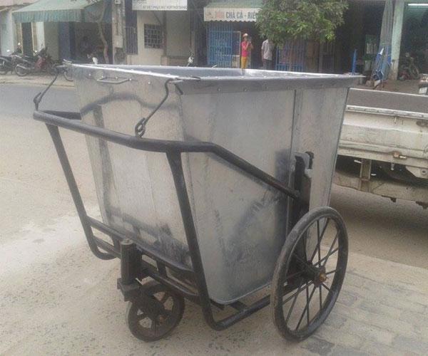 xe thu gom rác bằng tôn 400 lít 500 lít 3 bánh xe đẩy tay