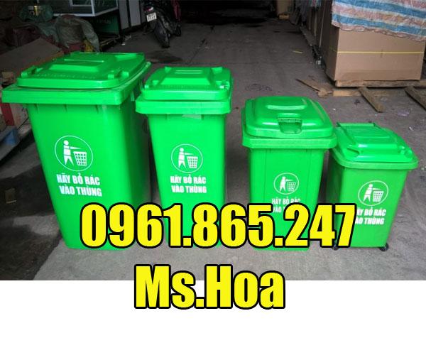 Thùng rác công cộng màu xanh